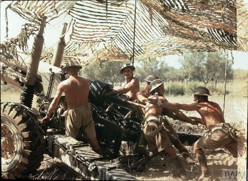 Żołnierze z 75. pułku Royal Artillery podczas walk we Włoszech (wrzesień 1943 roku)