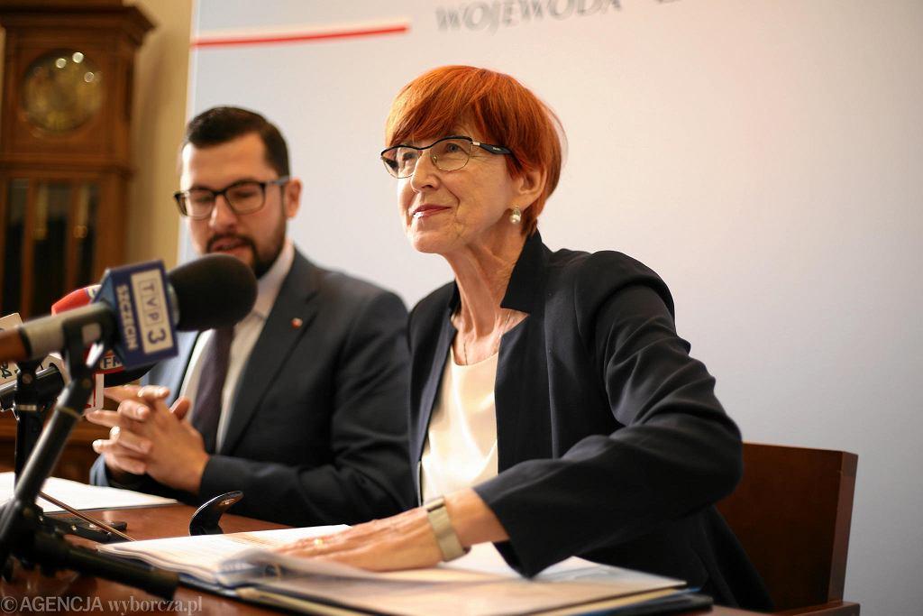 Elżbieta Rafalska na konferencji prasowej w Szczecinie. Obok - wicewojewoda Marek Subocz