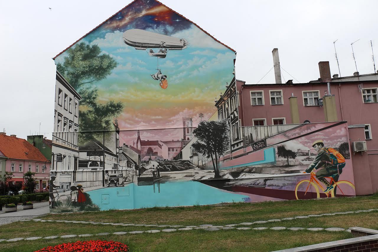 Kolorowy mural w samym centrum gotowy miasto pyta o for Mural z papiezem franciszkiem