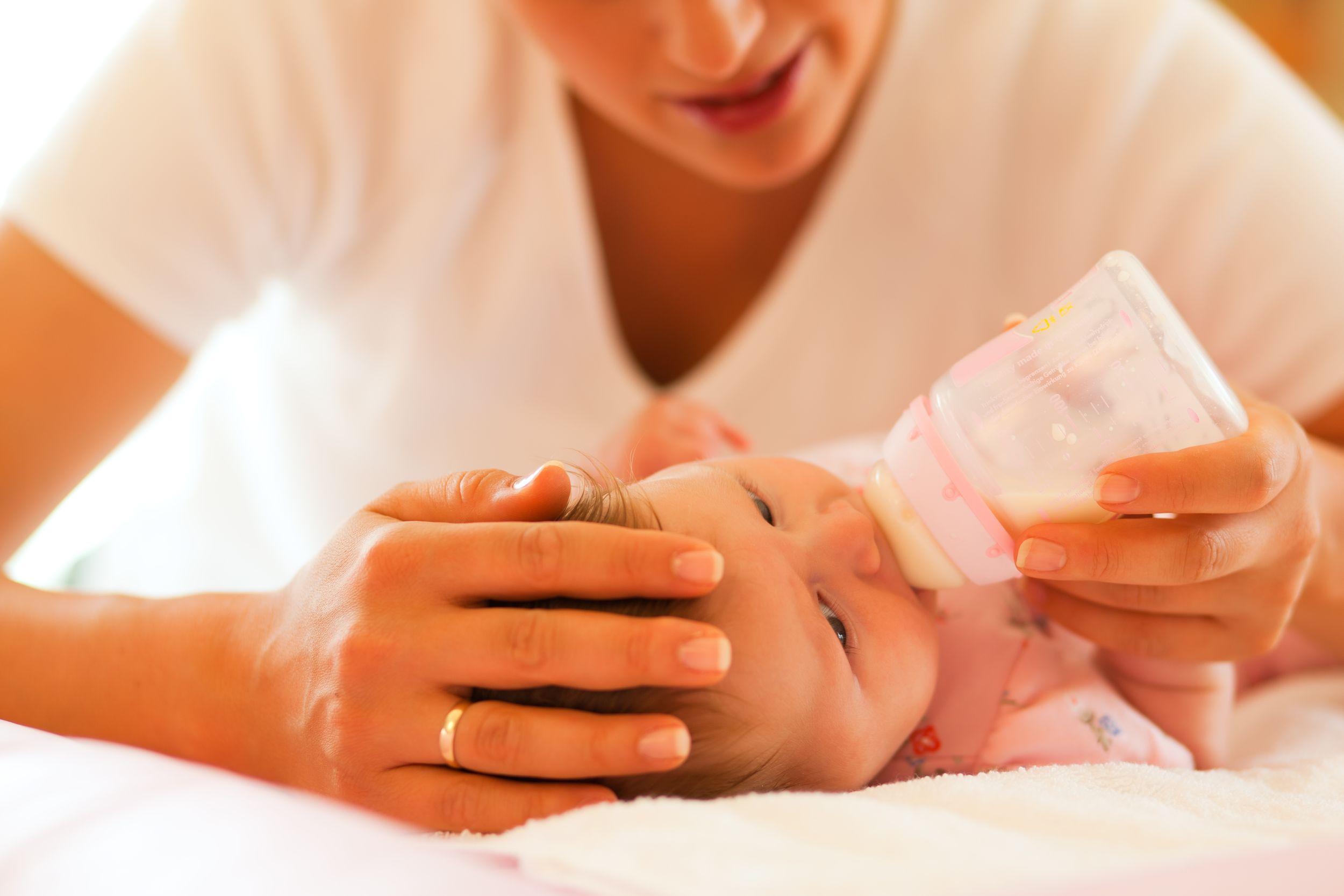 Odstawienie od karmienia piersią nie powinno być gwałtowne i radykalne, bo jest ono oparte na zaufaniu i daje dziecku poczucie bezpieczeństwa (fot. Shutterstock.com)
