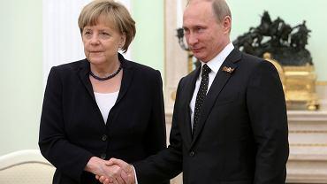 """10 maja Władimir Putin zaproponował """"przyjaźnienie się przeciw Polsce"""" Angeli Merkel odwiedzającej go z okazji 70. rocznicy zwycięstwa nad Hitlerem"""