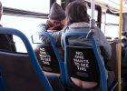 Co nas wkurza w autobusie? Gdy współpasażer czesze brodę, głośno czyści nos