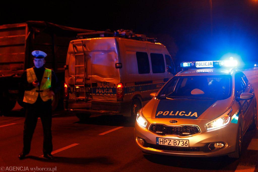 Policyjne radiowozy [zdjęcie ilustracyjne]