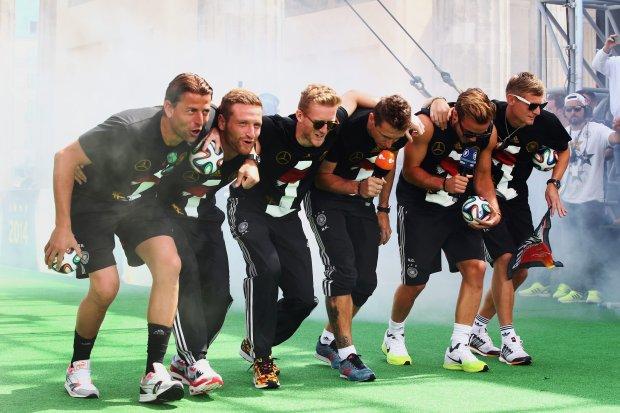 """Niemiecki taniec zwyci�stwa rozw�cieczy� Argentyn�. """"Wci�� my�l�, �e s� lepsz� ras�"""""""