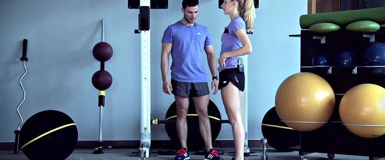 Trening na nogi i pośladki: jak robić przysiady?