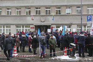 Pikieta przeciwko prezydentowi Katowic. Mieszkańcy nie chcą połączenia szpitali