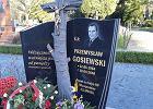 """Pomnik Przemysława Gosiewskiego. W sobotę odsłonięcie. """"Ktoś go ośmieszył"""""""