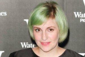 Ciemny blond, potem platynowy. Mia�a nawet zielone w�osy! Teraz co� zupe�nie innego i... Naprawd� jeste�my pod wra�eniem