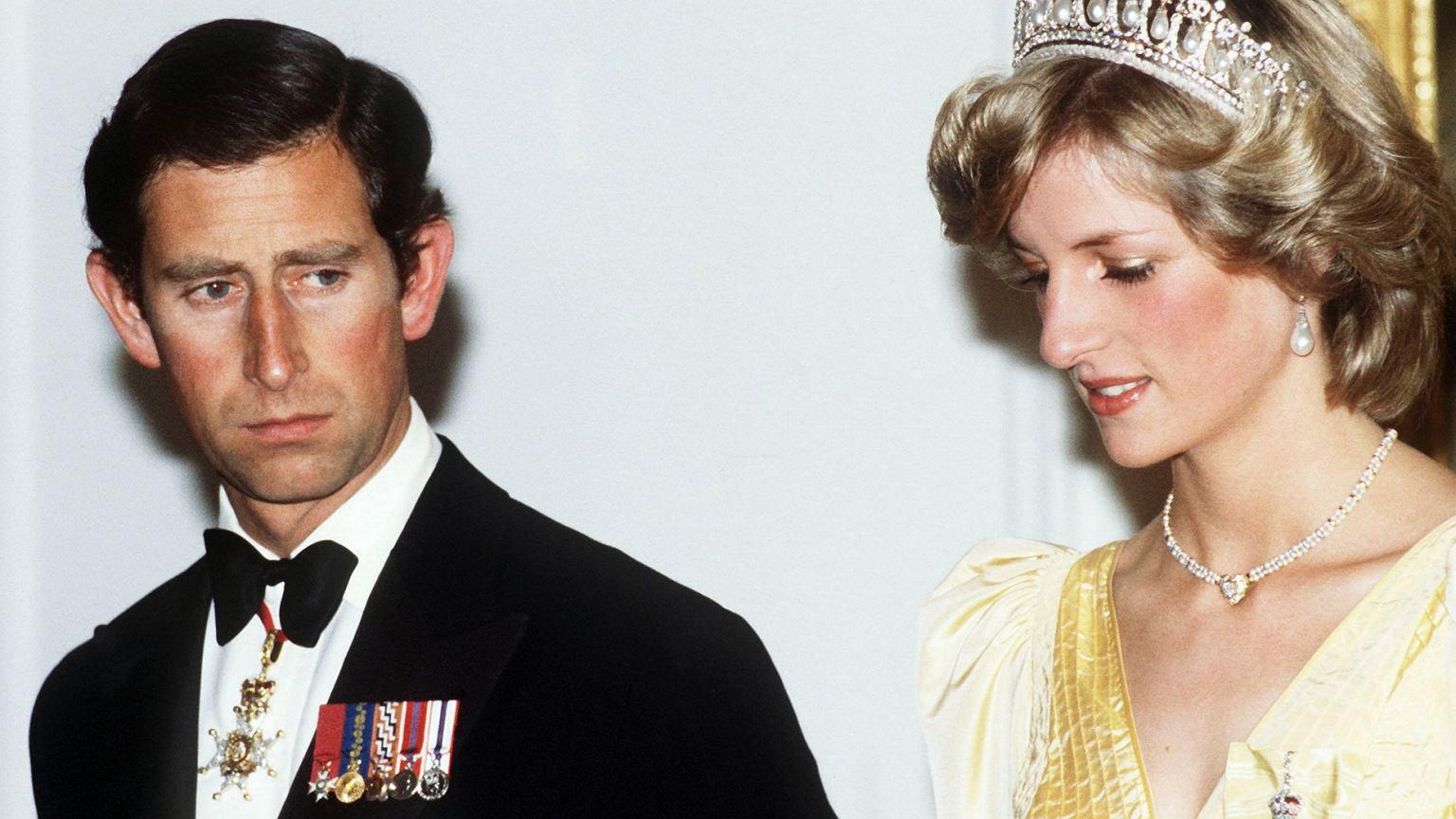 Royal Kia Tucson >> Biografka rodziny królewskiej ujawnia szokujące szczegóły z życia Diany. 'Okaleczała się, kiedy ...