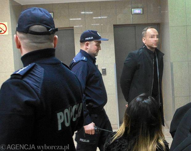 Celebryta Dariusz K. przed s�dem. Grozi mu do 12 lat wi�zienia