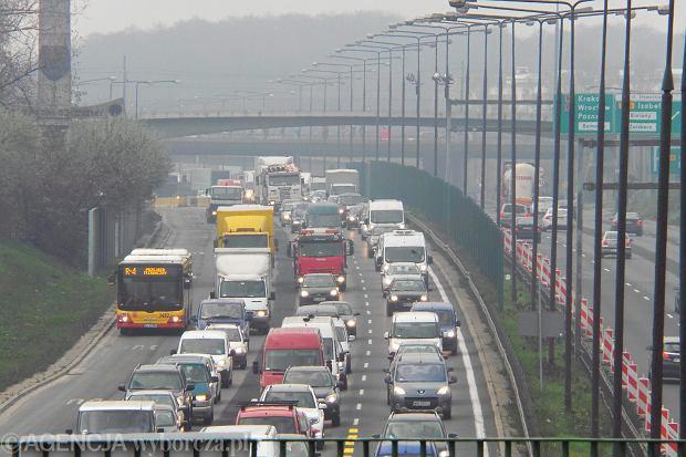 Korki z powodu czesciowego zamkniecia Mostu Grota w Warszawie