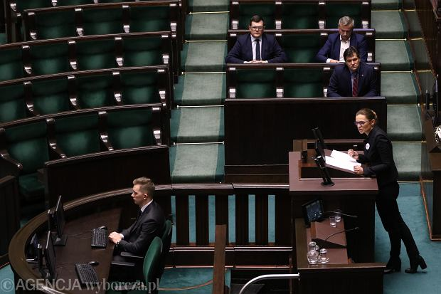 Przedstawiciel komitetu Inicjatywy Ustawodawczej Barbara Nowacka przemawia podczas pierwszego czytania  obywatelskiego projektu ustawy o prawach kobiet i świadomym rodzicielstwie. Warszawa, Sejm, 10 stycznia 2018
