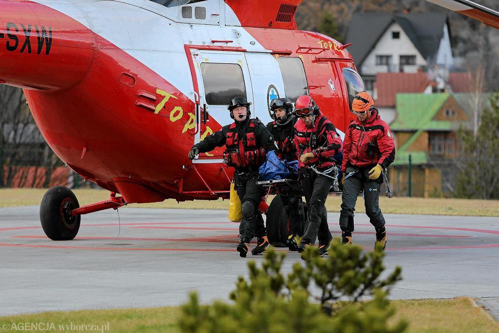 Ratownicy TOPR podczas akcji [zdjęcie ilustracyjne]