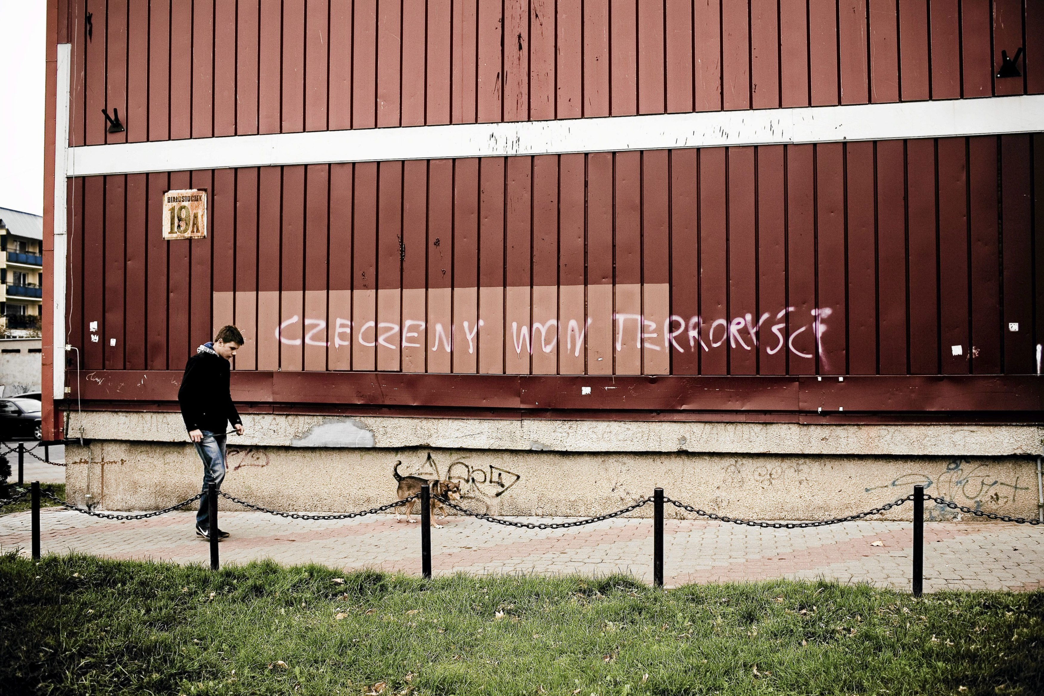 Napis na jednym z bloków w Białymstoku (fot. Marcin Onufryjuk)