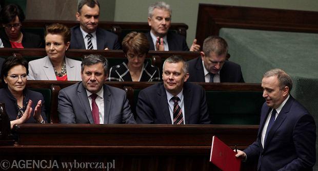 Minister spraw zagranicznych Grzegorz Schetyna przedstawił wczoraj Sejmowi informację o celach polskiej polityki zagranicznej. Jego wystąpienia wysłuchał rząd z premier Ewą Kopacz