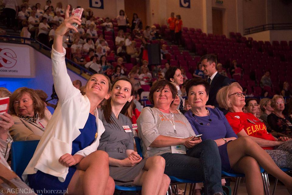 Otwarcie VIII Kongresu Kobiet w warszawskiej hali Torwar. Na zdjęciu od lewej: Barbara Nowacka, Sylwia Spurek, Magdalena Środa, Hanna Gronkiewicz-Waltz i Jadwiga Król