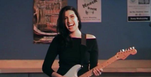 """Film o życiu zmarłej cztery lata temu wokalistki, zatytułowany po prostu """"Amy"""", polscy widzowie będą mogli zobaczyć dwa miesiące po światowej premierze."""