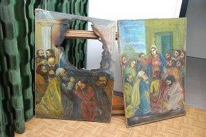Zniszczono obrazy religijne. Matce Boskiej wypalono twarz
