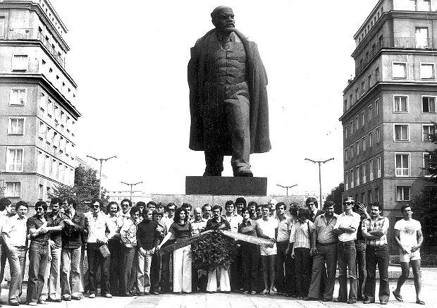 17 kwietnia Lenin ogłosił tezy kwietniowe