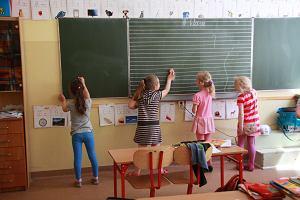S�d dwa razy przywraca� nauczycielk� do pracy. Szko�a jej nie przyj�a