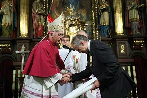 Kardiochirurg Marian Zembala nagrodzony medalem z Watykanu. Za s�u�b� Bogu i ludziom