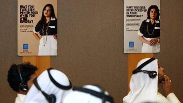 Obrońcy praw człowieka regularnie alarmują w raportach, że - podobnie jak pracownicy z Indonezji, czy Pakistanu - zatrudniani w Kuwejcie i sąsiednich krajach Filipińczycy często są fatalnie traktowani. Na zdjęciu: konferencja Human Rights Watch w Kuwejcie.