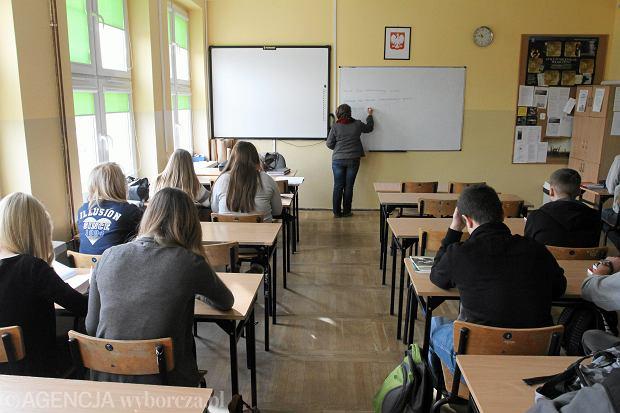 Ni� bije w nauczycieli