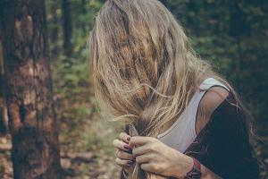 Słowiański włos pod lupą - jak dbać o cienkie, delikatne włosy zimą?