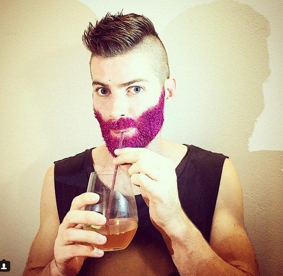 Imagen número 6 en la galería - #glitterbeard, es decir, una barba cubierta de purpurina. ¡Desafortunadamente no es una broma!