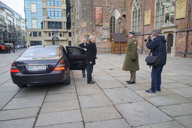 Antoni Macierewicz we Wroc�awiu. Orkiestra i defilada wojskowa na Rynku