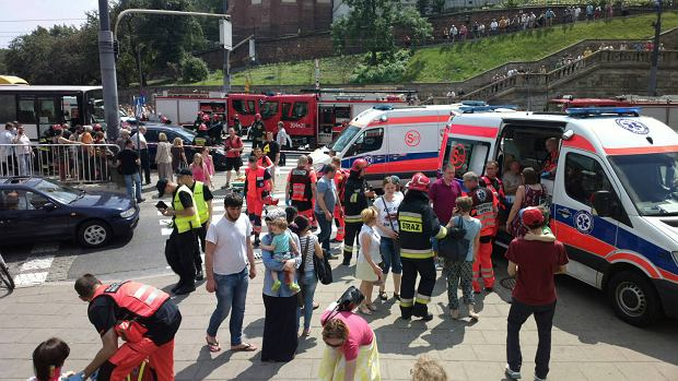 Wypadek na Trasie W-Z. Zderzy�y si� samochody i autobus