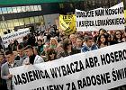 """""""Polskie media podsycaj� antyklerykalne nastroje"""". Ko�cielny raport o �amaniu wolno�ci religijnej"""