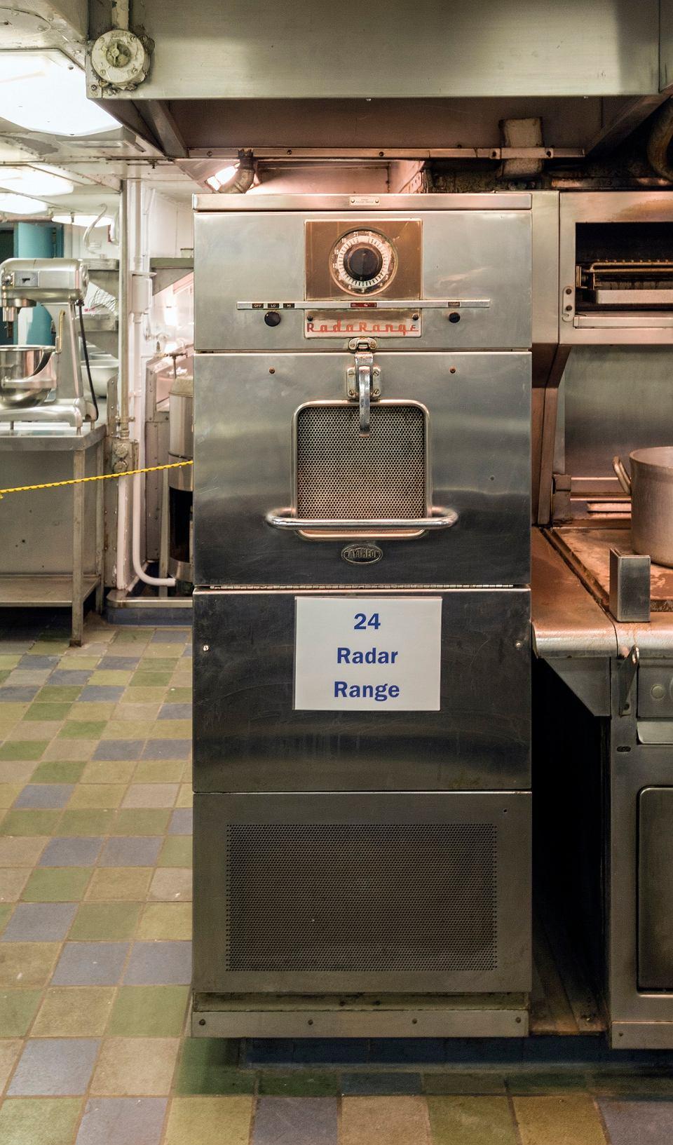 Pierwsza kuchenka mikrofalowa