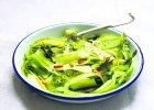 Jedzenie na czasie. Sałatka z surowych szparagów z parmezanem