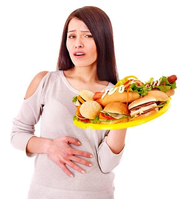 Zbyt obfity posiłek to najczęstsza przyczyna dyspepsji, czyli niestrawności