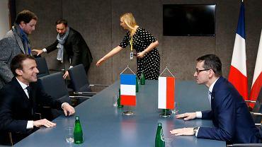 Mateusz Morawiecki i Emmanuel Macron podczas rozmowy w Brukseli