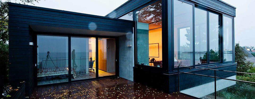 czarna elewacja styl dla odwa nych. Black Bedroom Furniture Sets. Home Design Ideas
