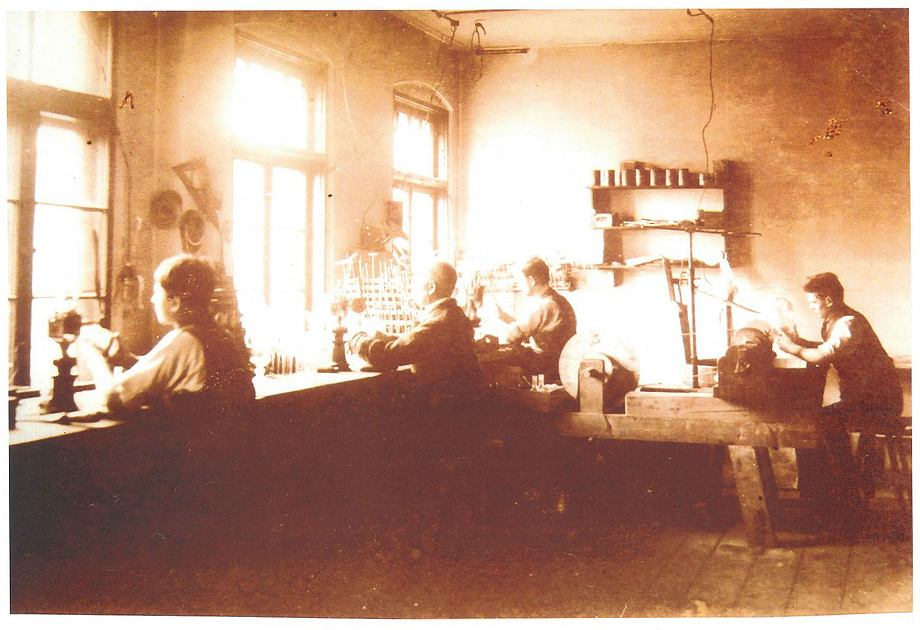 Zakład zdobniczy w hucie w Piechowicach
