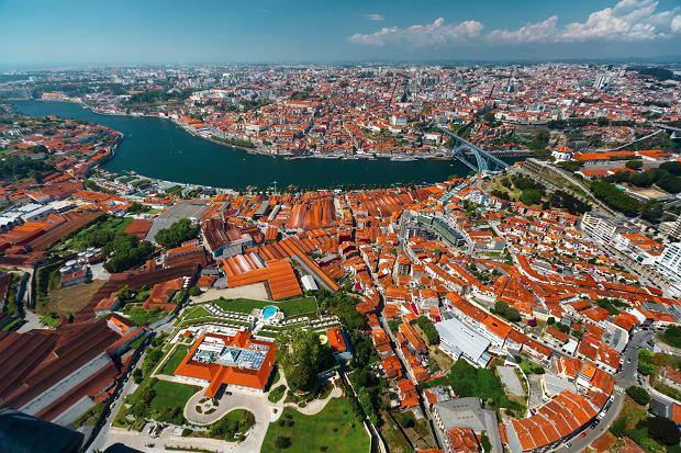 Widok z lotu ptaka na Porto i Vila Nova de Gaia