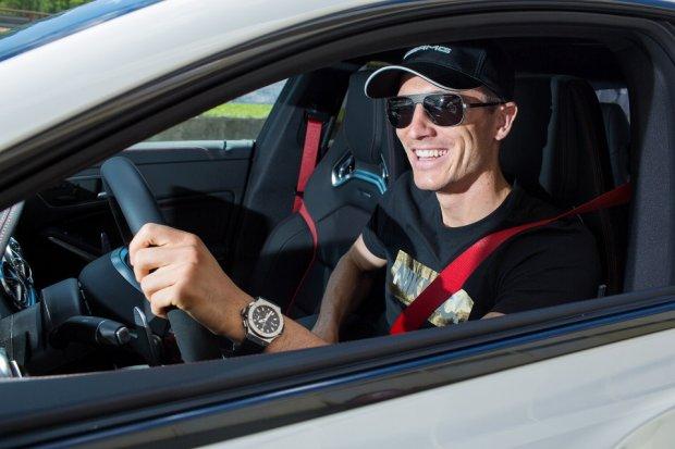 Robert Lewandowski - kupi� Ferrari, teraz uczy si� jak szybko i pewnie je�dzi�