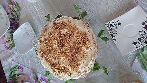 Orzechowy tort bezowy z kremem cytrynowym