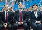 """""""Solidarność"""" dziękuje PiS, PiS dziękuje """"Solidarności"""". Na partnerskim układzie Piotra Dudy i Beaty Szydło stracą pracownicy?"""