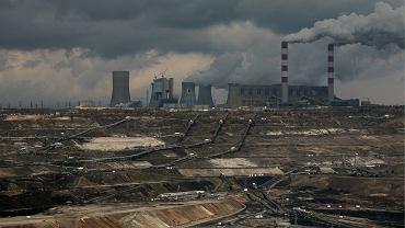 Elektrownia na węgiel brunatny w Bełchatowie emituje rocznie 33 mln ton dwutlenku węgla, czyli jedną tysięczną tego, co produkuje cała ludzkość