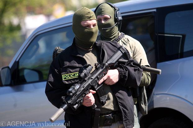 Dezubekizacja, czyli ostatnia walka oficerów: chcą obronić się w sądzie przed ustawą Błaszczaka