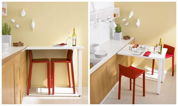 Stół-barek ma blat na wysokości 90 cm, dlatego trzeba przy nim siedzieć na krzesłach barowych, wyższych niz zwykłe.