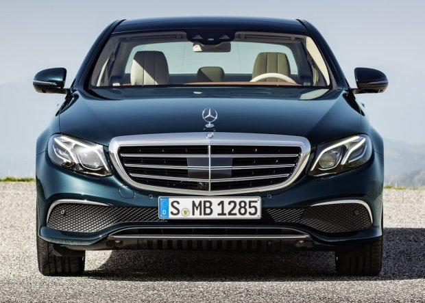 Mercedes klasy E | Pierwsza jazda | Technologiczny zawr�t g�owy