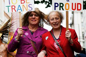 Brytyjczyk zmieni� p�e�. Walczy w s�dzie o emerytur� przys�uguj�c� kobiecie