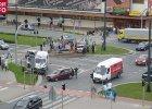 Zderzenie karetki z samochodem osobowym w Elblągu. Jedna osoba nie żyje