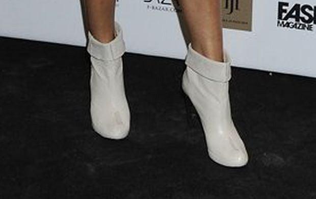 22ed517c947fc Pamiętacie tę modę? Przypominamy, które gwiazdy nosiły białe kozaki!