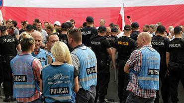 Siły policyjne pod Sejmem. Trwa demonstracja po uchwaleniu nowelizacji ustawy o Sądzie Najwyższym. Warszawa, 20 lipca 2017